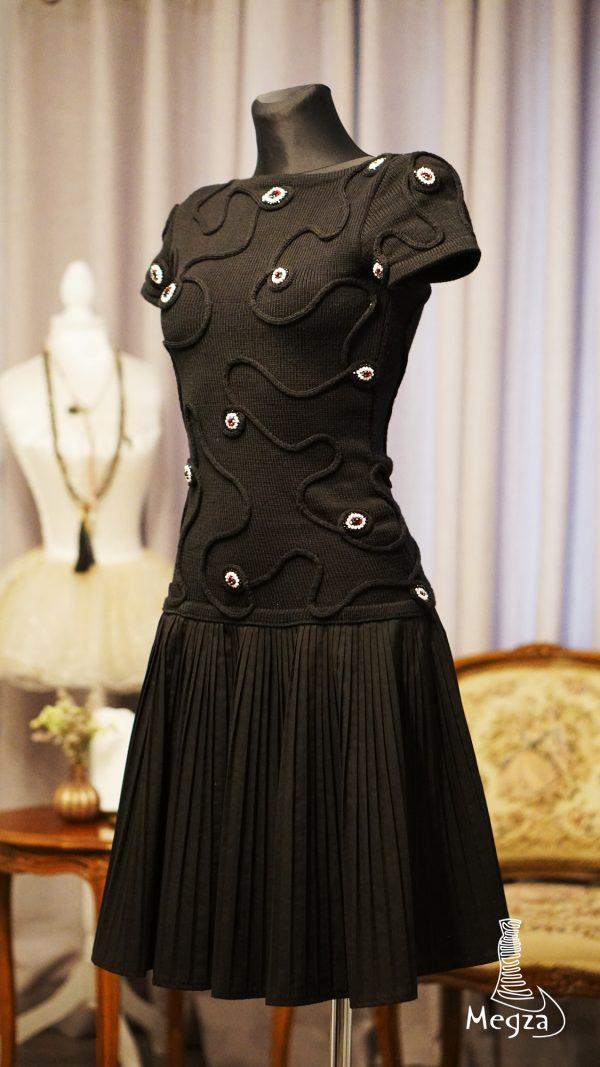 FB MGZ-230 juoda suknele, Megza sukneliu namai, juoda progine suknele, megzta suknele, prabangi suknele, juoda suknele, klasikine suknele, black dress, black dresses 1