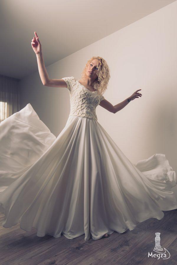 MGZ-201 vestuvine suknele, megza suknele, vestuvines sukneles, wedding dress, wedding dresses, progine suknele, nerta suknele, megzta suknele, vestuvine ranku darbo suknele, sampanine suknele, sukneliu nuoma 10